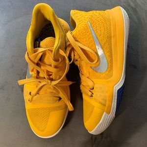Nike Kyrie 3 Mac and Cheese Yellow Like New